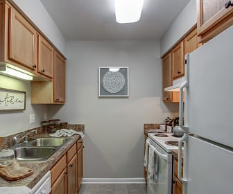Kitchen, Woods of Fairfax Apartments of Lorton