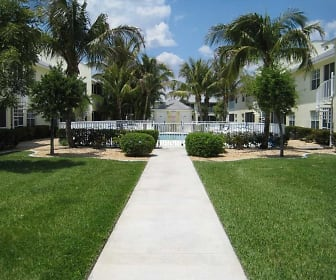 Beautifully landscaped courtyard, Cabana Club South