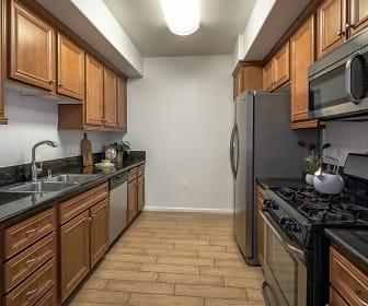 Kitchen, Le Blanc