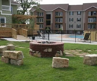 Courtyard, Terrace Green Apartments - Joplin