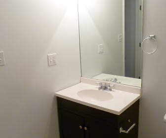Bathroom, 5222-38 S Drexel Avenue