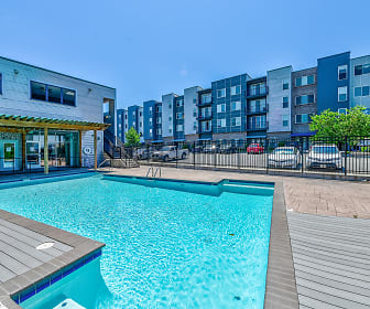 Pool, Shockoe Valley View Apartments