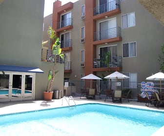 Pool, Hollywood Place