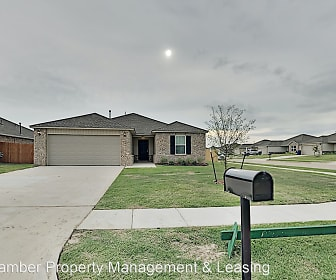 1015 N. Scouts Court Way, Minco, OK