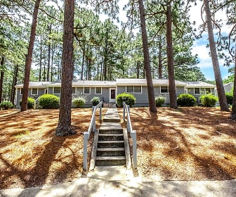 Knollwood Apartments, The Academy Of Moore County, Aberdeen, NC