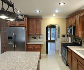 387 Feura Bush Rd, Glenmont, NY