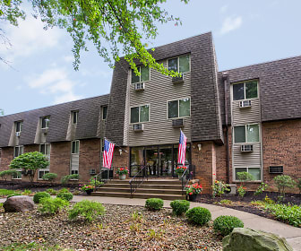 Peppertree Apartments, Churchill, OH