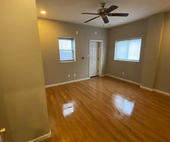 2113 E Huntingdon Street, Philadelphia County, PA
