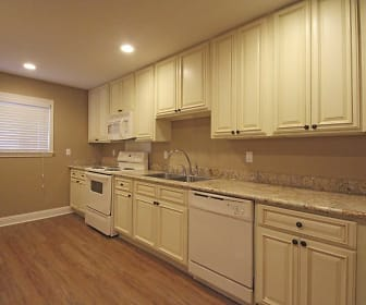 Gatehouse Apartments, One Metairie Place, Metairie, LA