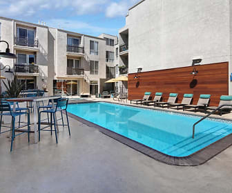 Pool, Verse Hollywood