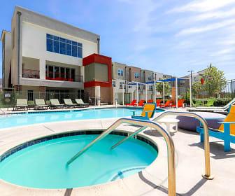 Pool, The Glen at University Park