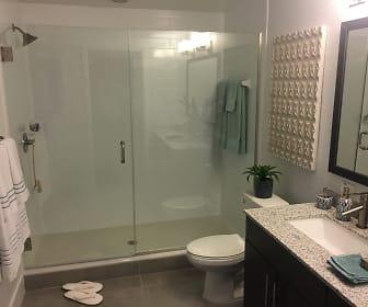 Bathroom, Flamingo Road 1st MO FREE Brand New