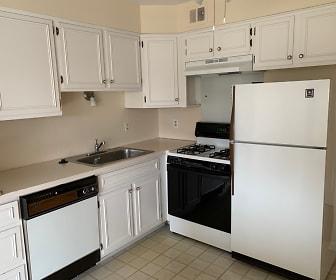 Kitchen, 470 Fox Hills Dr