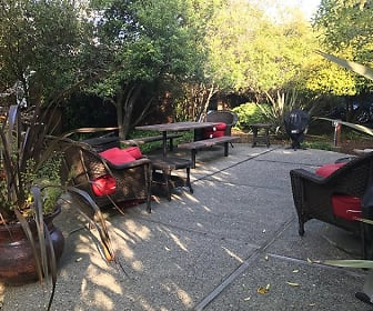 Outdoor Lounge, Lyford Apartments