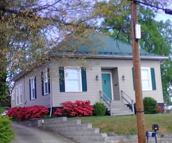 1017 Oakland Street, Hendersonville High School, Hendersonville, NC