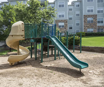 Playground, Parkway Grand Apartment Homes