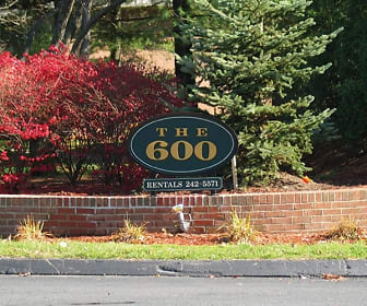 Community Signage, 600 Apartments