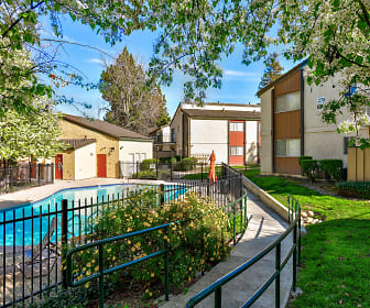 Creekside Gardens Apartments, Will C Wood High School, Vacaville, CA