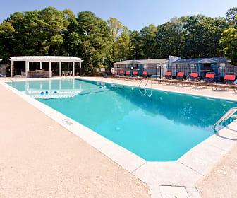 Pool, Oxford Square