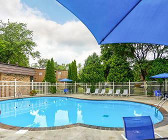 Aspen Pines Apartments, Chesterton Montessori School, Chesterton, IN