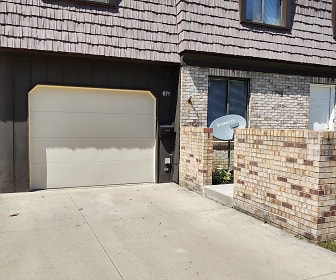 671 Tollis Pkwy, Maple Heights, OH