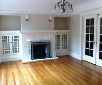Living Room.jpg, 124 Chenery Street