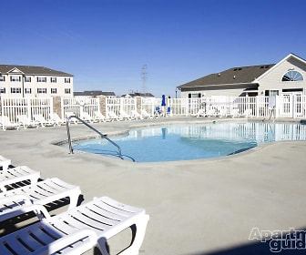 Pool, Woodland Heights of Burlington