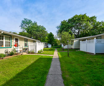Andover Courtyard Apartments, Madison, OH