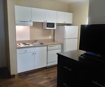 Kitchen, Furnished Studio - Kansas City - Overland Park - Metcalf Ave