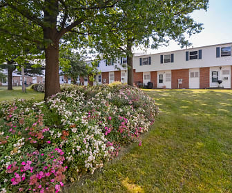 Chesapeake Pointe Townhomes, Akron, OH
