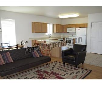 6 1212 Walnut Ave #3 living room.jpg, 1212 Walnut Ave #3