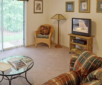 Living Room, The Retreat at Garden Lake