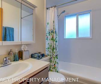 Bathroom, 740-760 SE Cedar Street