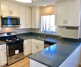 Kitchen, Towne Center Apartments