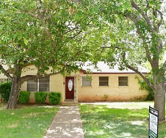611 Henslee Drive, Euless, TX