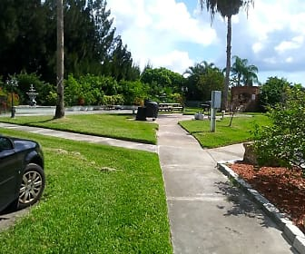 Landscaping, Sand Cove Rental Apartments