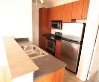 Kitchen, 120 E Mound St