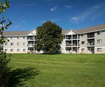 view of property featuring an expansive lawn, Wellington Ridge Apartments