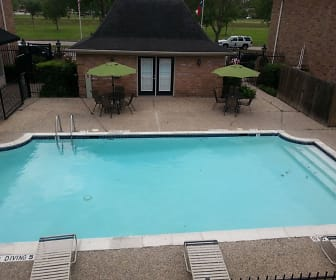 Pool, The Crossing at St. Charles