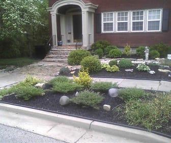 front yard.jpg, 1028 Rose Circle