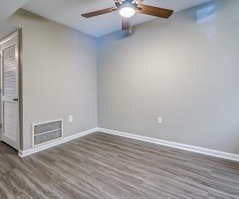Ridgewood Village Apartments, Ironto, VA