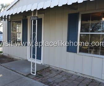 3310 Iroquois Ln, Savannah, MO