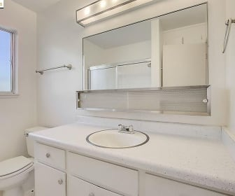 Bathroom, 2812 Hillegass Ave