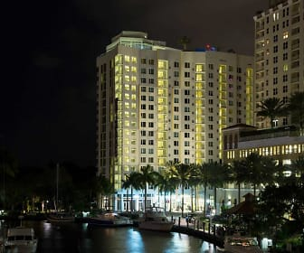 Pool, Vu New River Apartments