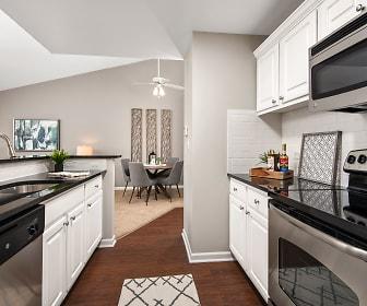 Kitchen, The Retreat at Seven Bridges