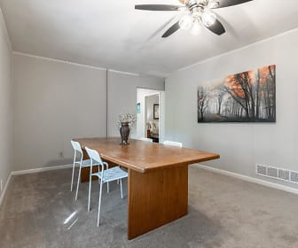 Room for Rent -  a 15 minute walk away to bus 20, Country Brook Montessori School, Norcross, GA