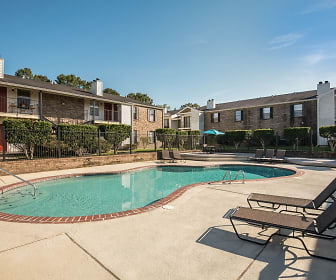 Oakleigh Apartments, Village St. George, LA