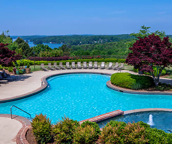 Pool, Lake Lanier Club
