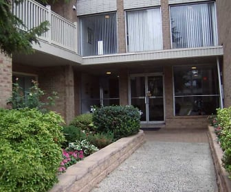 Courtyard, St. Regis Apartments