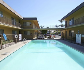Exterior-Pool, Imperial Palms